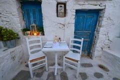 Cena romantica al quadrato di Chora all'isola di Folegandros Immagine Stock Libera da Diritti