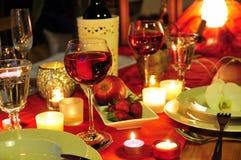 Cena romántica de la luz de una vela Fotos de archivo libres de regalías