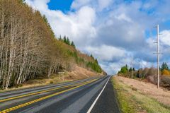 Cena rural da estrada fotografia de stock royalty free