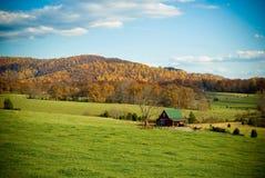 Cena rural da montanha na queda Imagens de Stock