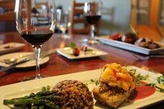 Cena sana con el vino rojo Fotos de archivo