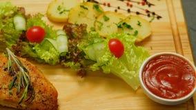 Cena sana dell'insalata di pollo di nutrizione dell'alimento di dieta stock footage