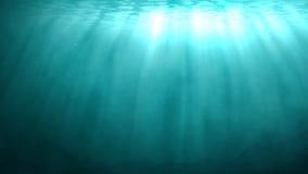 Cena subaquática azul com raios de luz solar Fotografia de Stock Royalty Free