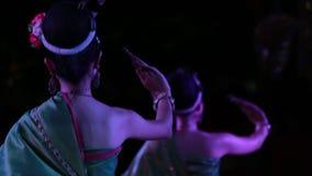 Cena tailandese tradizionale di Khantoke di ballo archivi video