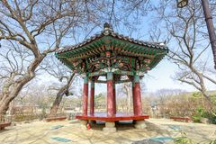 Cena tradicional do pavilhão de Gwanghalluwon na mola Fotos de Stock Royalty Free