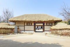 Cena tradicional do pavilhão de Gwanghalluwon na mola Imagem de Stock