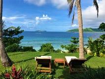Cena tropical que olha para fora e que relaxa imagem de stock royalty free