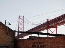 Cena urbana de prosperidade da arte dos grafittis e da rua em Lisboa, Portugal, 2014 foto de stock royalty free