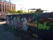 Cena urbana de prosperidade da arte dos grafittis e da rua em Lisboa, Portugal, 2014 foto de stock