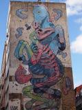 Cena urbana de prosperidade da arte dos grafittis e da rua em Lisboa, Portugal, 2014 imagem de stock royalty free