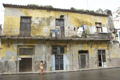 CENA VELHA DA RUA DE CUBA HAVANA fotos de stock