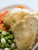 Cena y vehículos rebanados del pollo de la carne blanca imagenes de archivo