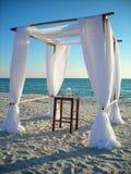 Cenador de la boda en la playa Foto de archivo libre de regalías
