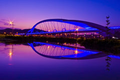 Cenas bonitas do por do sol com ponte colorida Foto de Stock