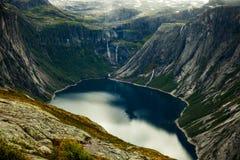 Cenas coloridas da montanha em Noruega Paisagem bonita de Noruega, Escandinávia Paisagem da montanha de Noruega Foto de Stock