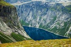 Cenas coloridas da montanha em Noruega Paisagem bonita de Noruega, Escandinávia Paisagem da montanha de Noruega Fotografia de Stock Royalty Free