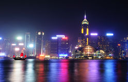 Cenas da noite de Hong Kong no porto de Victoria Fotos de Stock Royalty Free