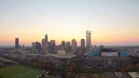 Cenas da skyline e da rua da cidade de Charlotte North Carolina video estoque