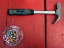Cendrier et marteau Photos stock