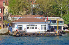 Cengelkoy轮渡口岸在Bosphorus 免版税库存照片