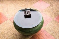 Cenicero en la tabla Fotografía de archivo libre de regalías