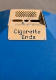 Cenicero público - extremos de cigarrillo Imagen de archivo libre de regalías