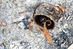 Ceniza de Rusty Burnt Can y del fuego Imágenes de archivo libres de regalías