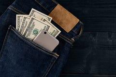 ceniza y elegante en su bolsillo de los vaqueros Todavía vida 1 Imagen de archivo