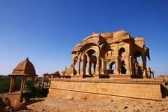 Cenotafi abbandonati di Jaisalmer, India Fotografie Stock
