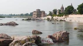 Cenotafier på Orchha, Madhya Pradesh, berömd loppdestination i Indien arkivfilmer