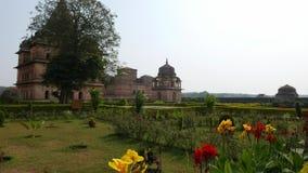 Cenotafier på Orchha, Madhya Pradesh, berömd loppdestination i Indien lager videofilmer