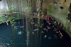 Cenote d'Ik-kil en péninsule du Yucatan, Mexique Photos stock