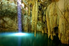 Cenote de dzitnup Photographie stock
