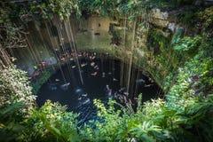 Cenote de Ik Kil, marco popular de Iucatão, México fotos de stock