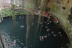 Cenote de Ik-kil na península do Iucatão, México Imagens de Stock Royalty Free