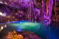 Cenote Dzitnup, vicino a Valladolid, il Messico. Immagini Stock