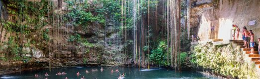 Cenote Ik Kil blisko Chichen Itza, Meksyk Zdjęcia Stock