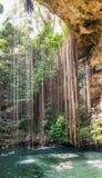 Cenote Ik Kil perto de Chichen Itza, México fotografia de stock