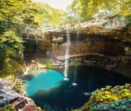 Cenote Zaci - Valladolid, México imagens de stock