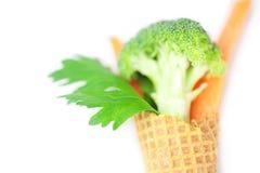 Cenoura, aipo, brócolis em um cone do waffle Fotografia de Stock Royalty Free