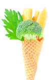 Cenoura, aipo, brócolos em um cone do waffle Imagem de Stock Royalty Free