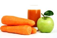 Cenoura e sumo de maçã Imagem de Stock Royalty Free