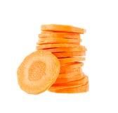 Cenoura fresca da fatia isolada no branco Imagens de Stock