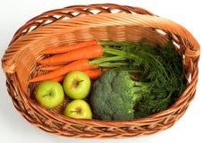Cenouras, bróculos e maçãs frescos imagem de stock royalty free
