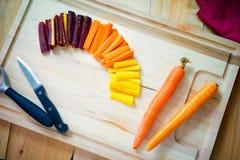 Cenouras do arco-íris nas fatias fotografia de stock royalty free