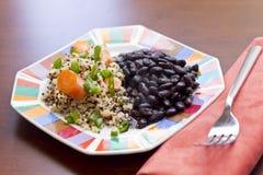 Cenouras do Quinoa e feijões pretos imagens de stock