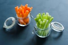 Cenouras e aipo desbastados com hashis Fotos de Stock