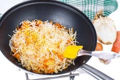 Cenouras e raiz de aipo desbastadas na frigideira Fotografia de Stock Royalty Free