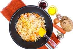 Cenouras e raiz de aipo desbastadas na frigideira Imagem de Stock