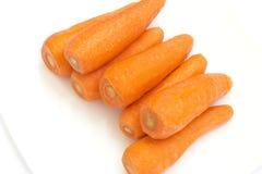 Cenouras em uma bacia fotos de stock royalty free